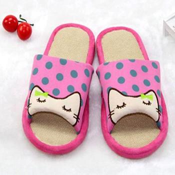钩小猫的拖鞋的各种各样的图案