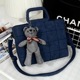 磨砂复古菱格手提包单肩斜挎手提送熊熊挂坠