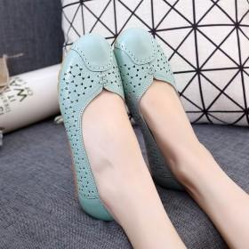花冠 头层牛皮平跟牛筋软底夏季镂空妈妈鞋凉鞋