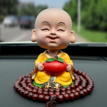 【包邮】 创意汽车摆件弥勒佛摇头小和尚可爱公仔小玩偶车载内饰