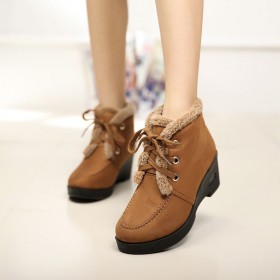 亏本清仓冬季加厚加绒系带老北京布鞋 坡跟休闲女靴子