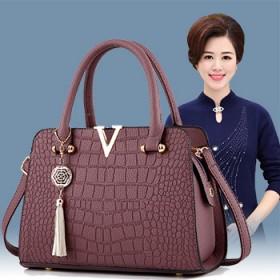 新款V字中年女包妈妈包高档鳄鱼纹手提包