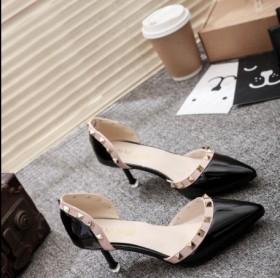 铆钉新款女鞋罗马鞋尖头高跟鞋浅口单鞋中空包头漆皮鞋