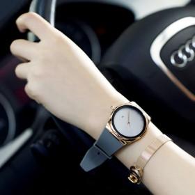 女款手表时尚防水新款玫瑰金英伦大表盘休闲街拍情侣硅