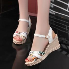 夏季新款拼色印花平底坡跟女式凉鞋时尚搭扣高跟女凉鞋