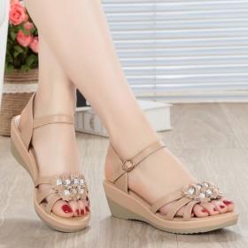 2017新款夏季凉鞋女坡跟真皮休闲平底中跟妈妈女鞋