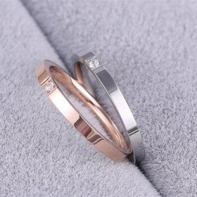 韩版时尚镀玫瑰金婚戒情侣小尾戒对戒镶单钻食指钛钢指