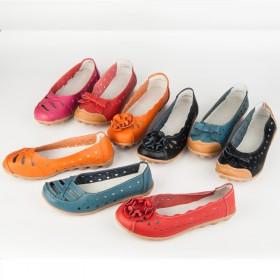 夏季透气妈妈鞋防滑平底百搭洞洞凉鞋圆头套脚中年人