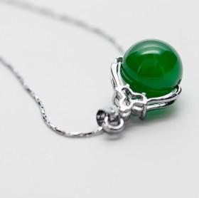 天然玛瑙石吊坠情侣红绿双色配送镀银短链