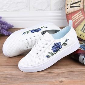 【送运费险】新款时尚镂空透气系带小白鞋女百搭板鞋