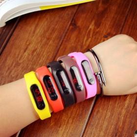 时尚led儿童手表学生手环表运动防水夜光表
