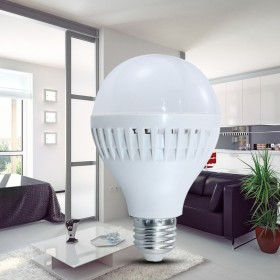 3个12瓦LED家用白光灯泡