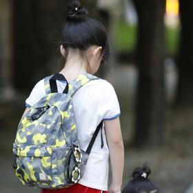 男女宝宝幼儿园双肩背包小学生儿童迷彩双肩休闲背包