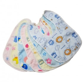 宝宝防水口水巾一个