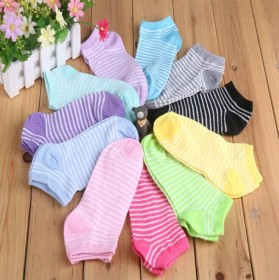 一双短筒袜子时尚运动四季可穿