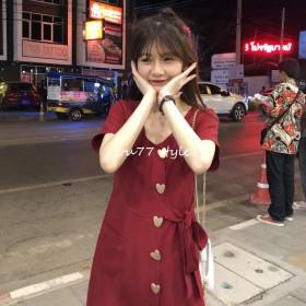 乌77精致爱心纽扣设计睛红色仙女裙法式修身连衣裙