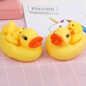一大三小母子小黄鸭儿童游泳沙滩洗澡捏捏叫戏水玩具宝