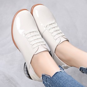 英伦小皮鞋2019新款秋款粗跟百搭软漆皮深口单鞋