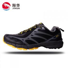 情侣鞋户外徒步登山运动鞋防滑减震男女作训鞋