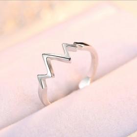 纯银心跳曲折戒指一枚