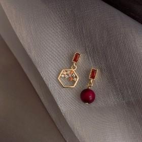 925银针本命年红色珍珠不对称耳环 巴洛克复古网红