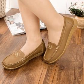妈妈单鞋女2020春季护士真皮软底舒适夏季洞洞女鞋