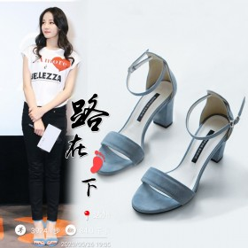 凉鞋女夏季2020新款中跟粗跟露趾一字扣带时装女鞋