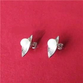 纯银镶贝珠叶子形水贝耳钉有s925印记