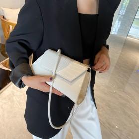 复古单肩包女大容量港风简约小包腋下包时尚2020