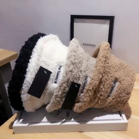 帽子女ins羊羔毛字母刺绣小檐渔夫帽秋冬季纯色保暖
