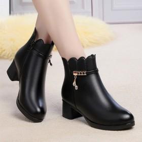 秋冬短靴子雪地靴中老年妈妈棉鞋加绒保暖女鞋皮鞋
