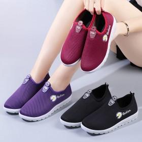 女鞋秋季老北京中老年低帮布鞋运动鞋防滑软底妈妈鞋