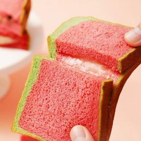 西瓜夹心吐司面包网红糕点营养小零食
