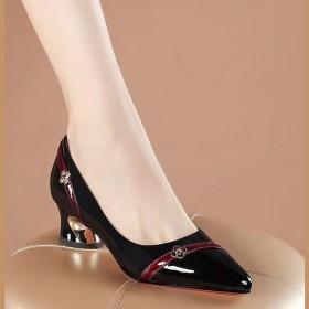 真软皮女鞋漆皮新款百搭浅口尖头粗跟中跟单鞋