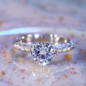 时尚戒指女小众轻奢钻戒