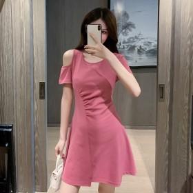 连衣裙2021夏季新款法式露肩设计感修身收腰显瘦矮