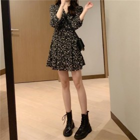 v领碎花连衣裙春秋2021新款女黑色收腰显瘦气质裙