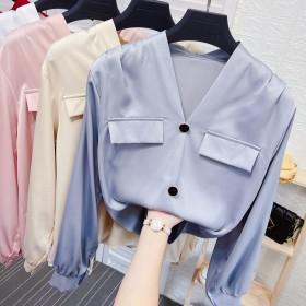 珍珠扣V领丝绸缎面衬衫女秋季气质宽松垂感醋酸